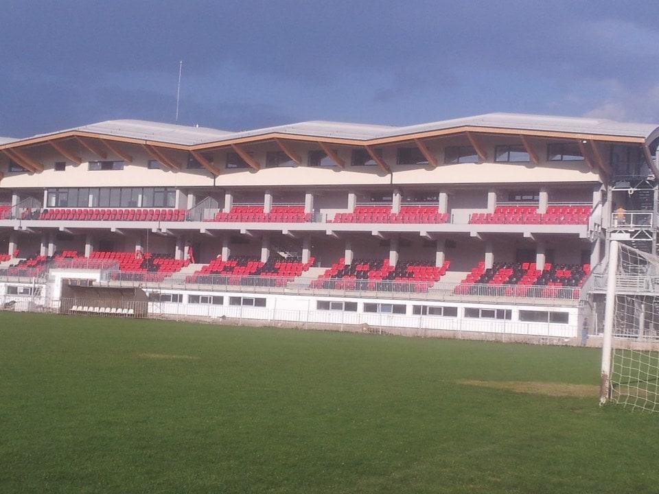 Eross Zsolt Belediye Stadyumu / Romanya